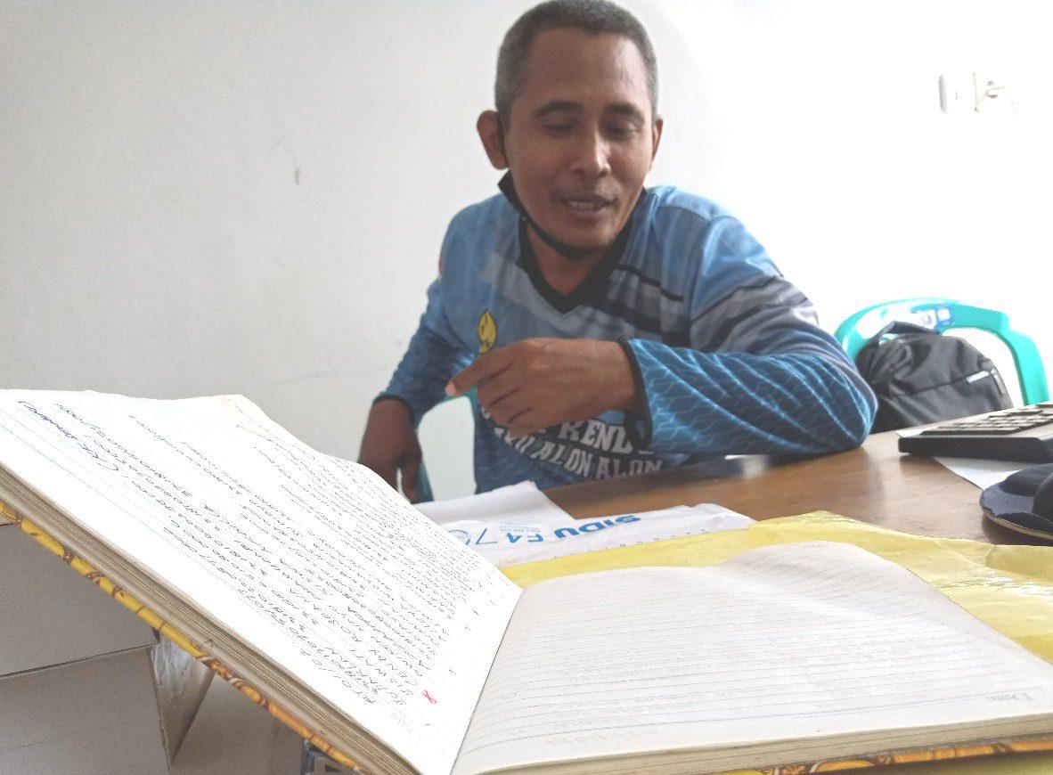 ILUSTRASI: Buku pencatatan peristiwa kependudukan Pemerintah Desa Widorokandang, Kecamatan Pati. (IBNU MUNTAHA/LINGKAR.CO)