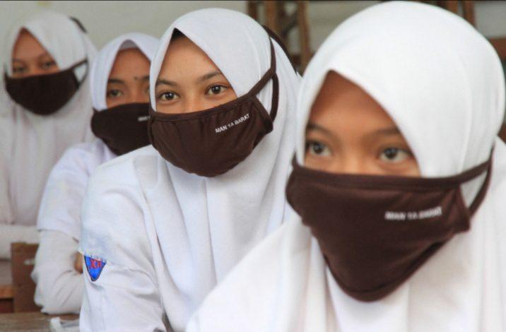 Ilustrasi - Siswi MAN 1 Aceh. Kemenag kembali salurkan bantuan subsidi kota internet untuk PJJ siswa madrasah. FOTO: ANTARA/Lingkar.co