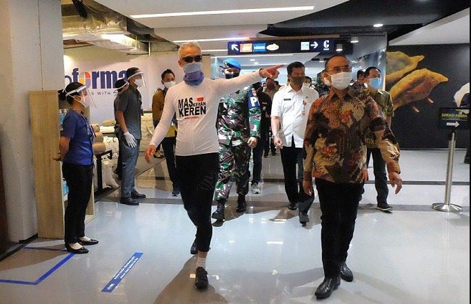 Gubernur Jateng, Ganjar Pranowo, saat sidak salah satu mal di Kota Semarang beberapa waktu lalu. Pemerintah mulai mengizinkan mal buka dengan syarat yang ketat. FOTO: Ist/Lingkar.co