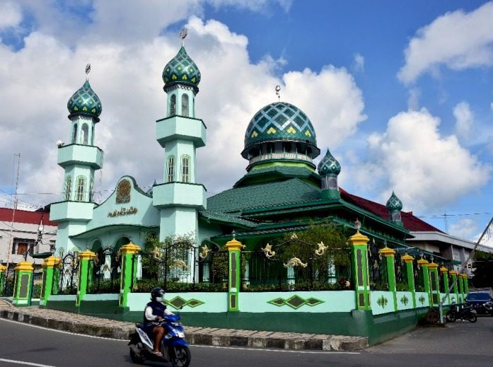 Pemerintah mengizinkan pembukaan tempat ibadah selama perpanjangan PPKM Level 4 pada wilayah Jawa dan Bali. FOTO: Antara/Lingkar.co