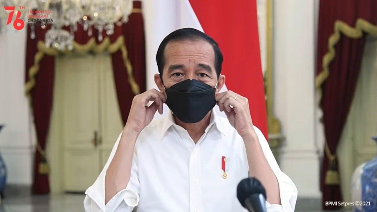 Presiden Joko Widodo (Jokowi) saat memberikan keterangan terkait biaya tes PCR Covid-19, melalui kanal YouTube Setpres, Minggu (15/8/2021). FOTO: Tangkapan layar Youtube Setpres/Lingkar.co