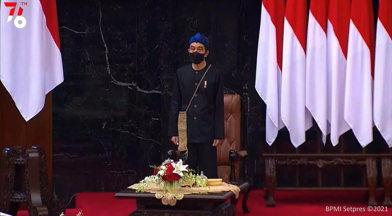 Presiden Joko Widodo pada sidang tahunan MPR, di Gedung Nusantara, MPR/DPR/DPD RI, Jakarta, Senin (16/8/2021). FOTO: Tangkapan layar Youtube Setpres/Lingkar.co
