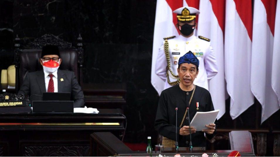 Presiden Jokowi, saat pidato pengantar RAPBN 2022 pada Sidang Paripurna DPR, di Ruang Rapat Paripurna, Gedung Nusantara MPR/DPR/DPD RI, Jakarta, Senin (16/8/2021). FOTO: BPMI Setpres/Lingkar.co