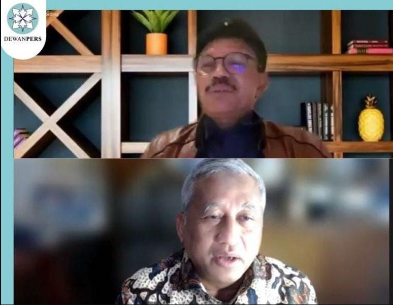 """Menkominfo, Johnny G. Plate, dan Ketua Dewan Pers, M. Nuh, dalam Webinar """"Refleksi Kemerdekaan Bangsa dan Kemerdekaan Pers"""", Minggu (15/8/2021). FOTO: Tangkapan layar Webinar/Lingkar.co"""
