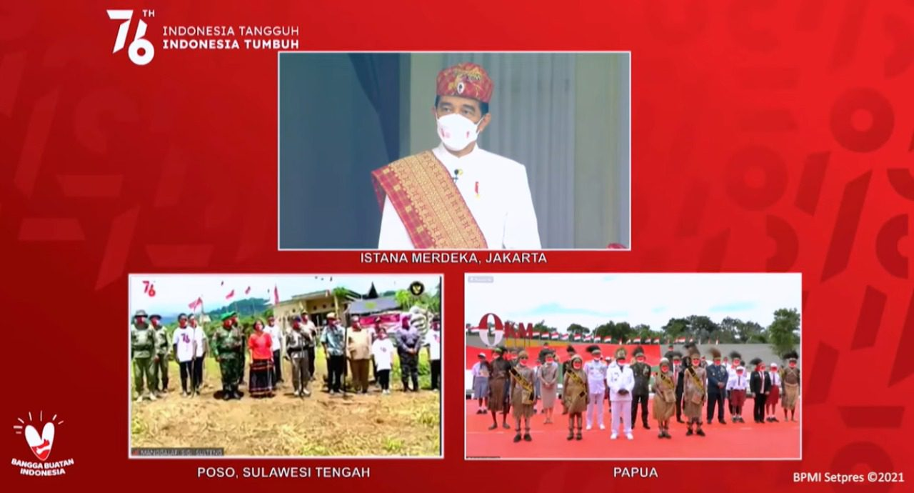 Presiden Joko Widodo menyapa masyarakat Poso dan Merauke melalui konferensi video usai upacara peringatan detik-detik Proklamasi Kemerdekaan RI di Istana Merdeka, Jakarta, Selasa (17/8/2021). FOTO: Tangkapan layar Yotube Setpres/Lingkar.co