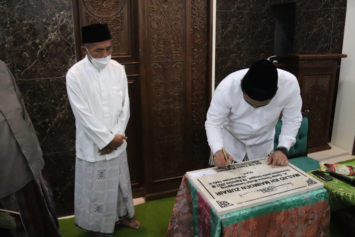 Wakil Gubernur Jawa Tengah, Taj Yasin Maimoen, meresmikan Masjid KH Maimoen Zubair, di Jalan Genie Tentara Mudal, Kecamatan Temanggung, Kabupaten Temanggung, Jateng, Kamis (19/8/2021). FOTO: HUMAS/Lingkar.co.