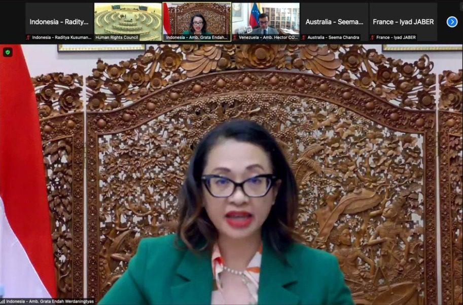 "Kuasa Usaha ad Interim PTRI di Jenewa, Dubes RI, Grata E. Werdaningtyas, pada sesi Khusus Dewan HAM mengenai ""Keprihatinan atas Situasi Hak Asasi Manusia yang Serius di Afghanistan"", Selasa (24/8/2021). FOTO: Twitter @IndonesiaGeneva/Lingkar.co"