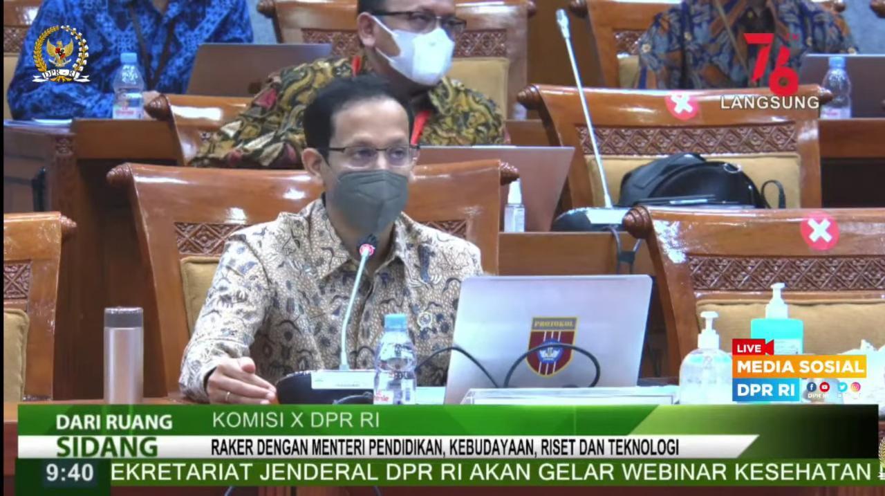 Mendikbudristek Nadiem Makarim, dalam rapat kerja dengan Komisi X DPR RI, Selasa (24/8/2021). FOTO: Tangkap layar Youtube DPR RI/Lingkar.co