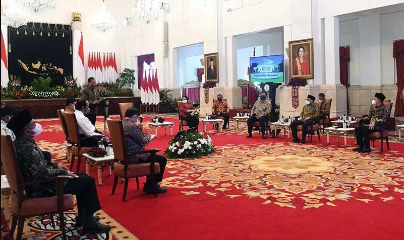 Presiden Joko Widodo (Jokowi) menggelar pertemuan dengan ketua umum dan sekjen parpol koalisi, di Istana Merdeka, Rabu (25/8/2021) sore. FOTO: ANTARA/Lingkar.co