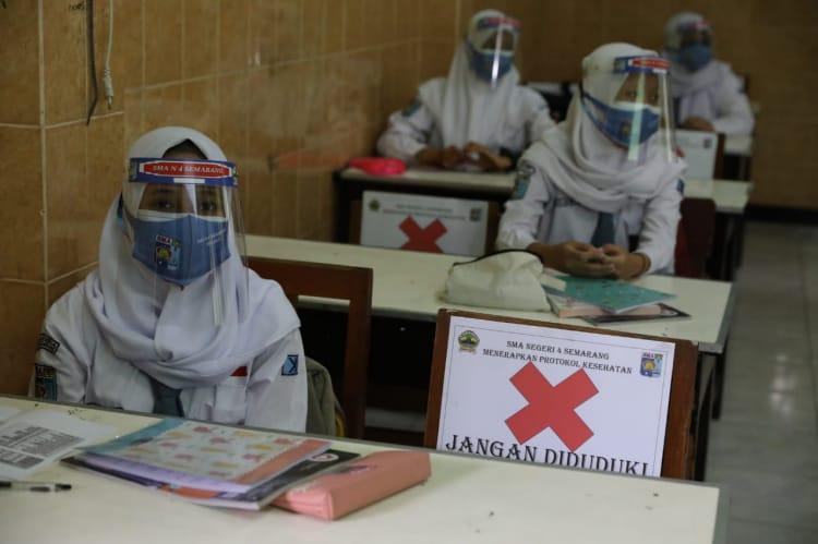 ILUSTRASI- Pelaksanaan uji coba PTM terbatas pada salah satu sekolah di Semarang, beberapa waktu lalu. FOTO: Humas/Lingkar.co