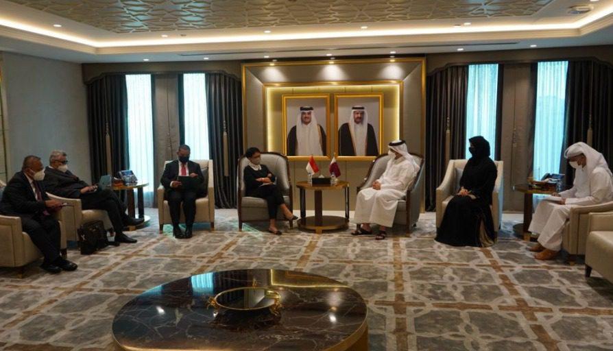 Menlu RI, Retno Marsudi, bertemu Wakil PM Qatar dan Menlu Qatar di Doha, Qatar, Kamis (26/8/2021). Pada hari yang sama, Menlu RI juga bertemu perwakilan Taliban. FOTO: Twitter Menlu RI/Lingkar.co