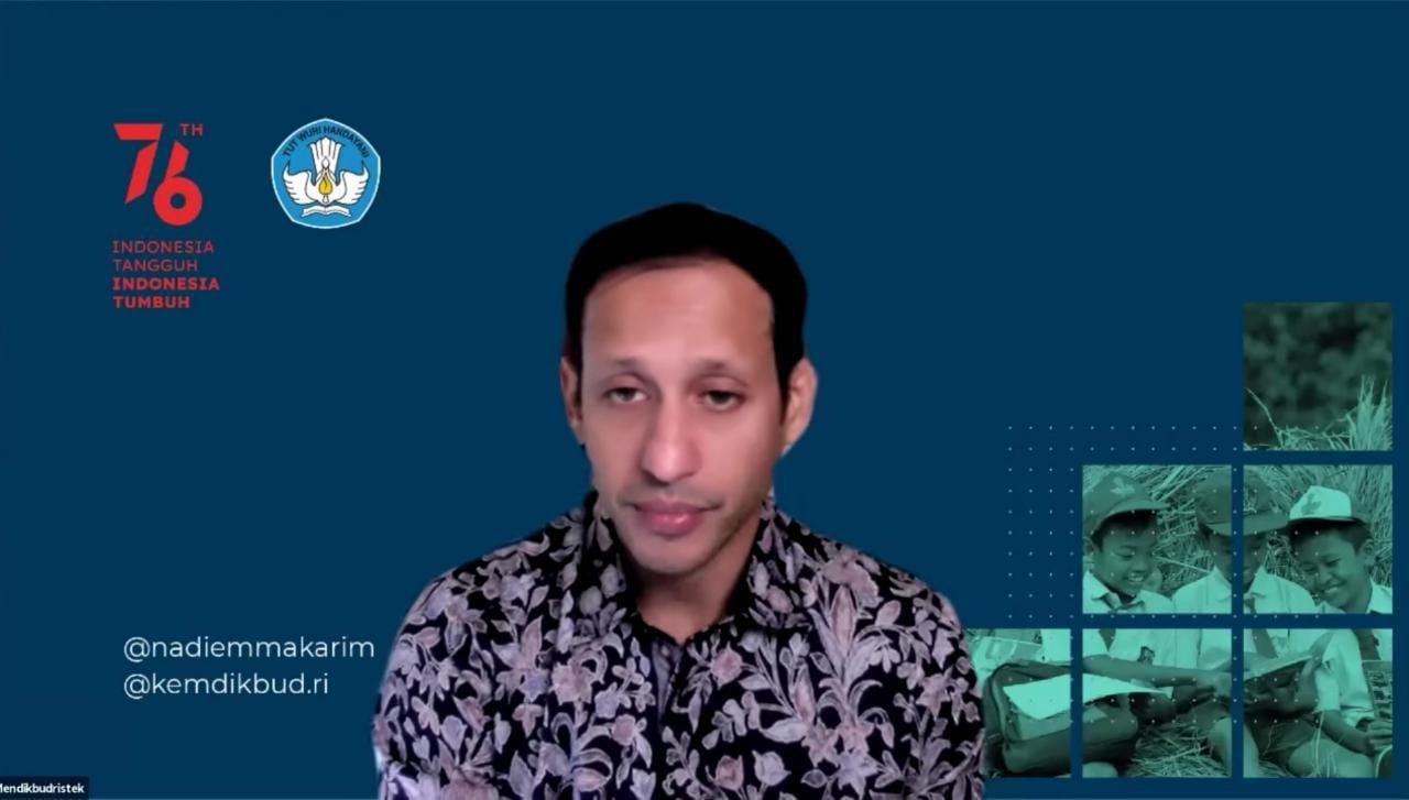 """Mendikbud Ristek, Nadiem Makarim, dalam Webinar """"Efektivitas Pendidikan Tinggi dengan PTM Terbatas dan Bantuan UKT"""", yang disiarkan kanal Youtube Kemendikbud RI, Jumat (27/8/2021).FOTO: Tangkap layar/Lingkar.co"""
