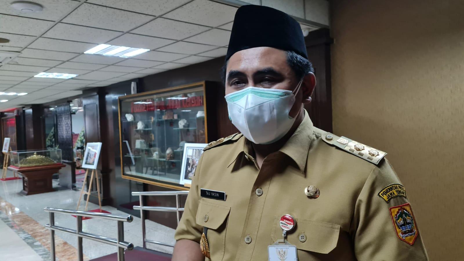 Wagub Jateng, Taj Yasin Maimoen, usai rapat koordinasi penanggulangan Covid-19 di Gedung Pemerintah Provinsi, Senin (30/8/2021). FOTO: Rezanda Akbar D/Lingkar.co