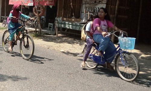 ILUSTRASI: Aktivitas anak-anak Kabupaten Pati. (IBNU MUNTAHA/LINGKAR.CO)