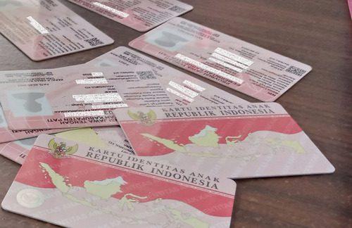 ILUSTRASI: Blangko Kartu Identitas Anak (KIA) yang telah tercetak. (IBNU MUNTAHA/LINGKAR.CO)