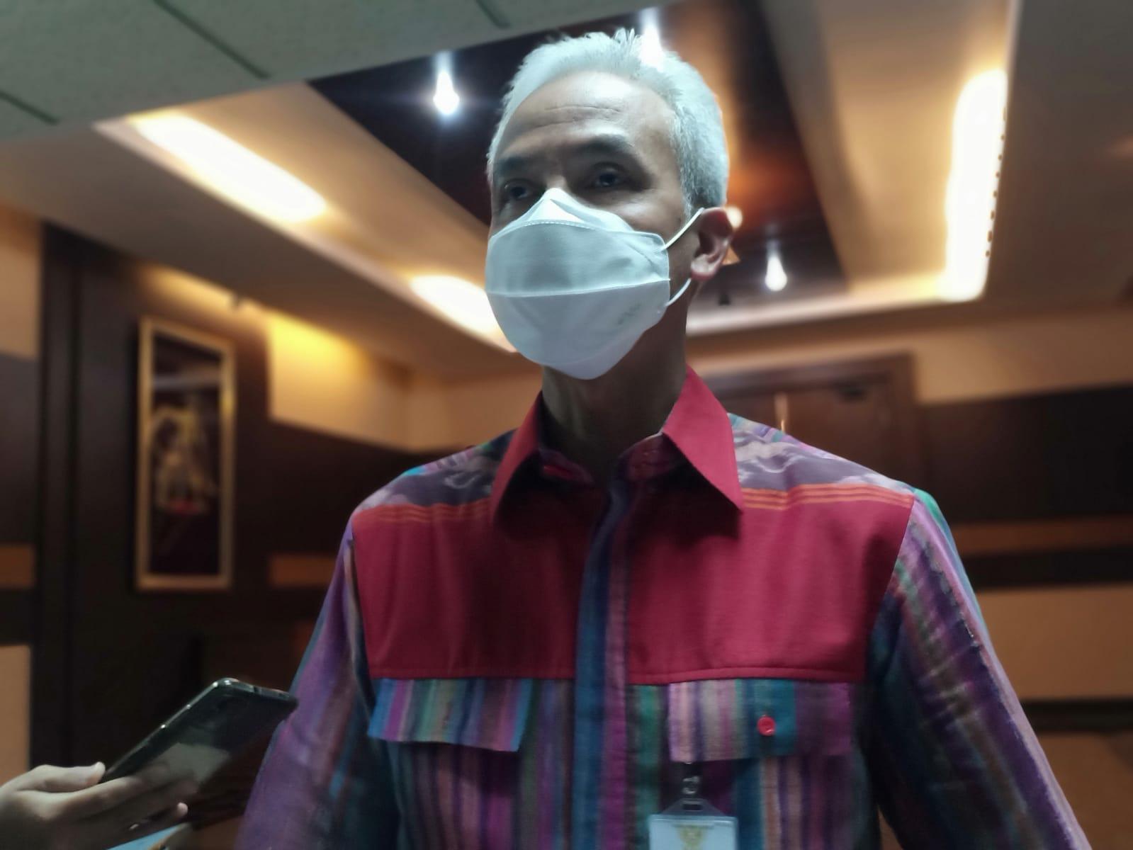 Gubernur Jawa Tengah, Ganjar Pranowo usai rapat penanganan Covid-19. Foto: Rezanda Akbar D/Lingkar.co