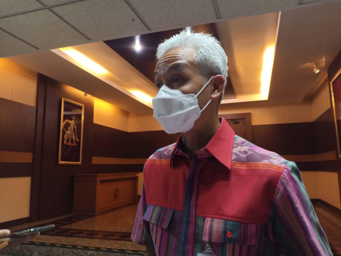 Ganjar usai memimpin rapat penanggulangan Covid-19 di Kantornya. Foto: Rezanda Akbar D./Lingkar.co