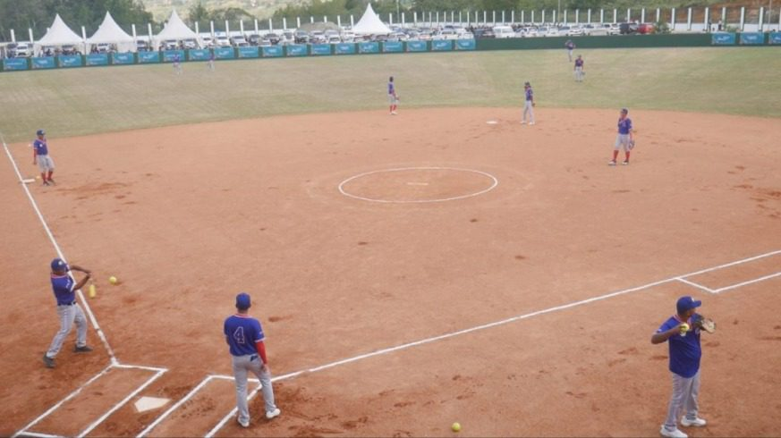 Pertandingan dari cabang olahraga (cabor) softball, mulai dipertandingkan, Rabu (22/9/2021), di Stadion Softball Agus Kafiar Universitas Cenderawasih, Jayapura. FOTO: Dok. KONI/Lingkar.co