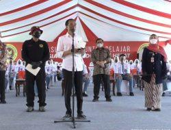 Presiden Tinjau Vaksinasi Covid-19 Bagi 3.500 Pelajar di Cilacap