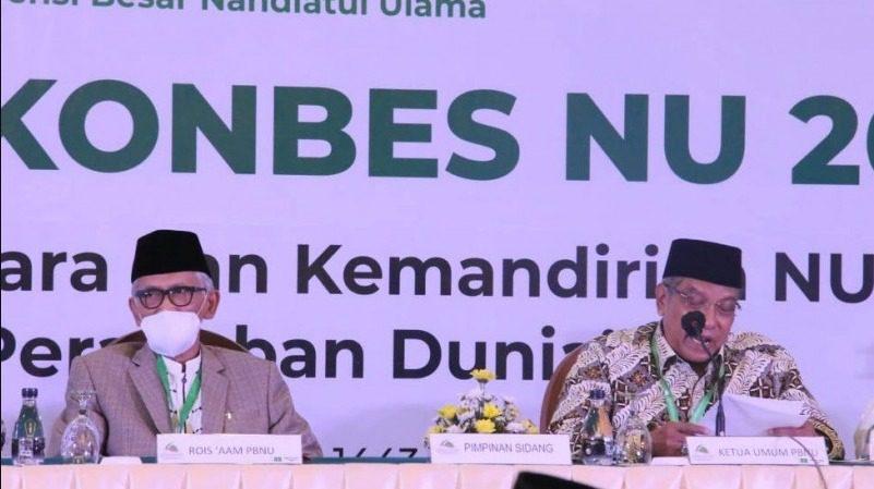 Ketum PBNU, KH Said Aqil Siroj dan Rais 'Aam PBNU, KH Miftachul Akhyar, pada Munas Alim Ulama dan Konbes NU, di Jakarta, Sabtu (25/9/2021). FOTO: NU Online/LIngkar.co