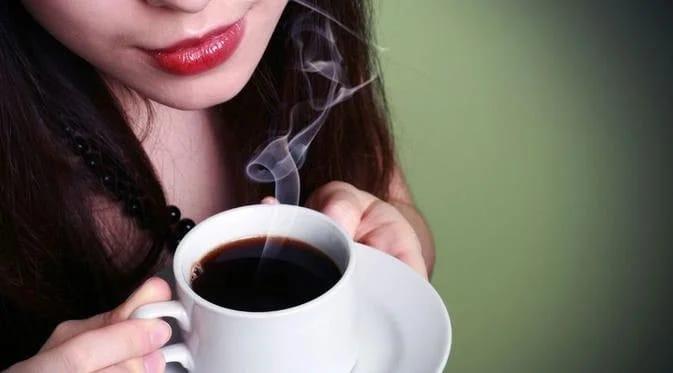 ILUSTRASI- Minum kopi. FOTO: Istimewa/Lingkar.co