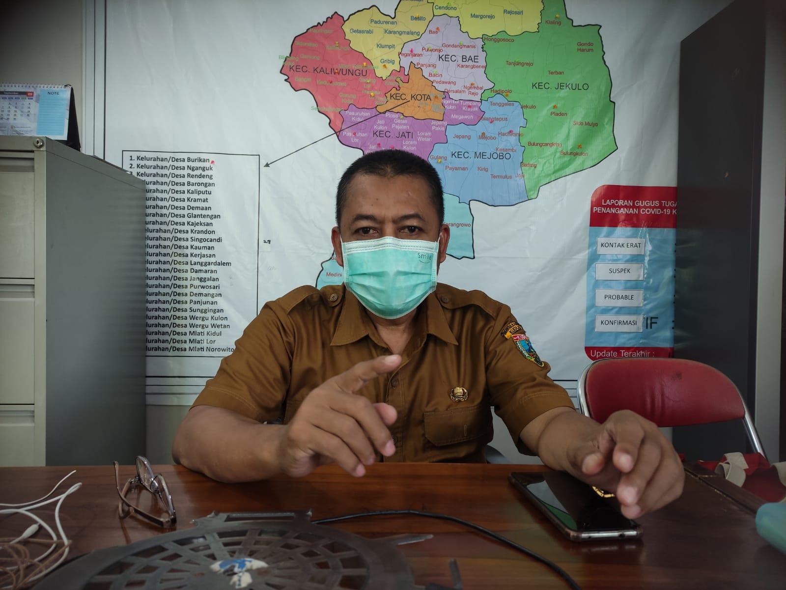 MENJELASKAN: Ali Muhtadi Koordinator Vaksinasi Kabupaten DKK Kudus saat memberikan penjelasan terkait vaksinasi TT/Lingkar.co