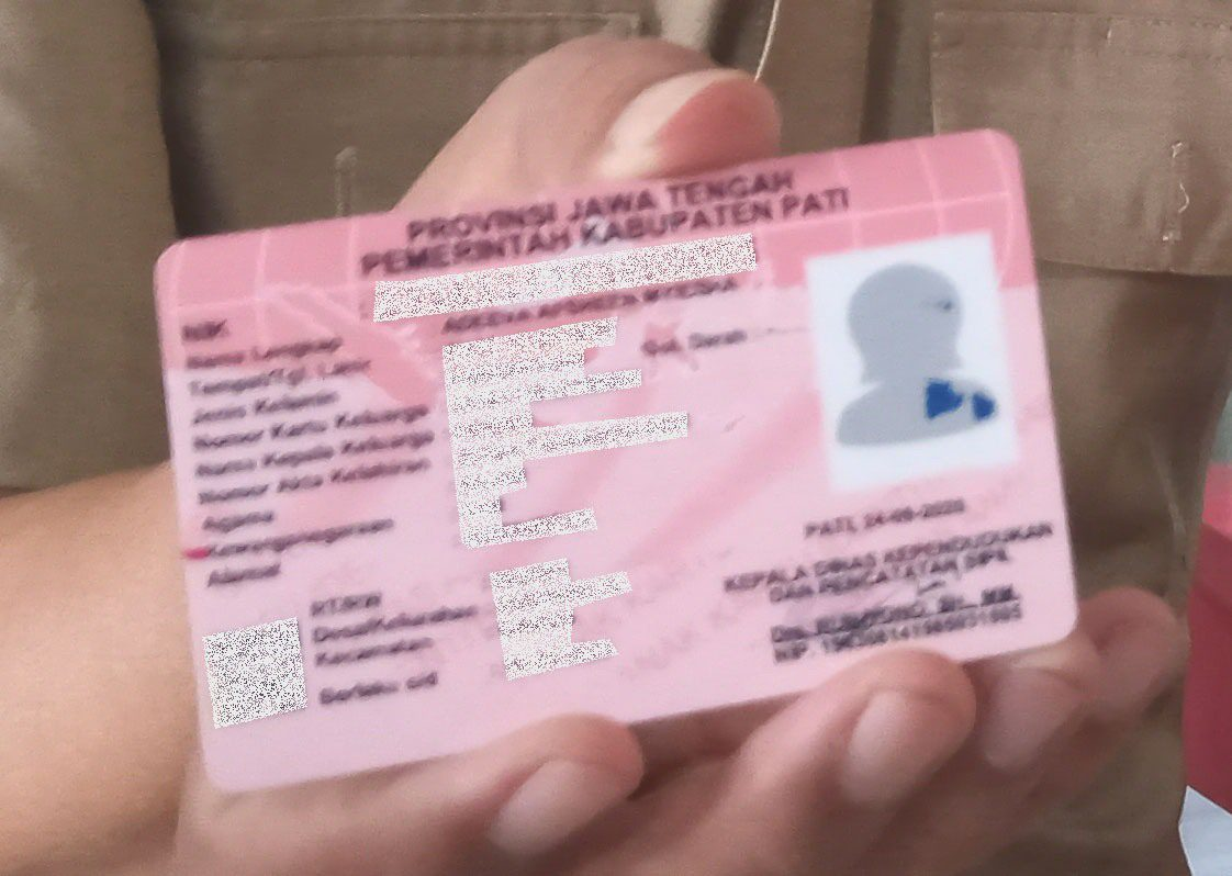 ILUSTRASI: Kartu Identitas Anak (KIA). (IBNU MUNTAHA/LINGKAR.CO)