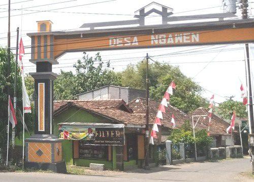 ILUSTRASI: Gapura masuk Desa Ngawen, Kecamatan Margorejo. (IBNU MUNTAHA/LINGKAR.CO)
