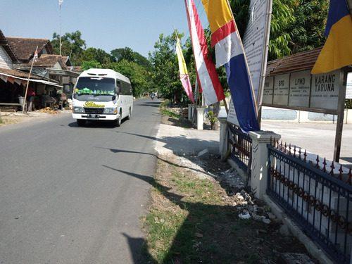 ILUSTRASI: Suasana jalan Desa Karang, Kecamatan Juwana kemarin. (IBNU MUNTAHA/LINGKAR.CO)