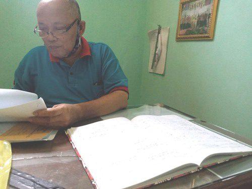 ILUSTRASI: Perangkat Desa Dadirejo, Kecamatan Margorejo sedang melakukan validasi data kependudukan. (IBNU MUNTAHA/LINGKAR.CO)