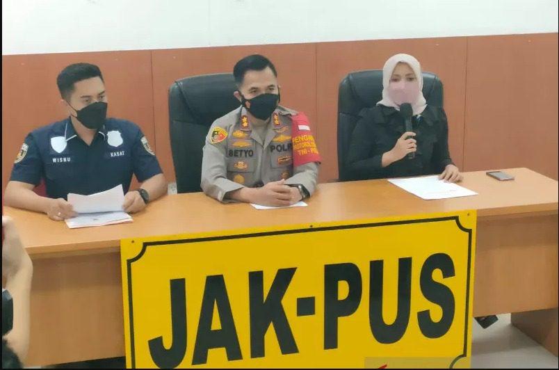 Komisioner KPI, Nuning Rodiyah, memberikan keterangan pers di Polres Metro Jakarta Pusat, Kamis (2/9/2021) malam. FOTO: ANTARA/Lingkar.co