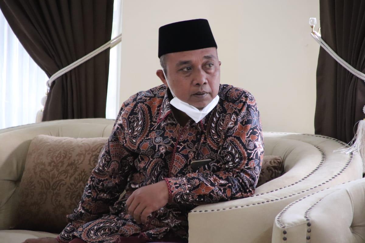 Gus Chamzah Menanggapi Berita Bupati Bnajarnegara Ditangkap KPK. FOTO:REZANDA AKBAR/Lingkar.co