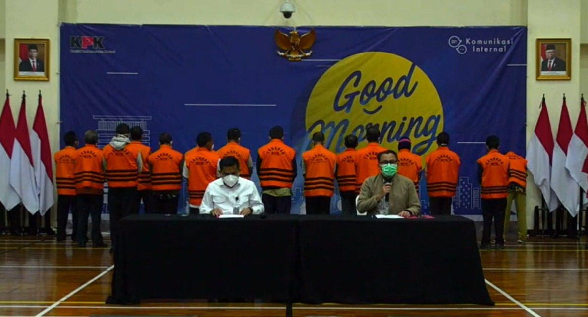 KPK menggelar konferensi pers penahanan 17 ASN dalam kasus dugaan jual beli jabatan di Pemkab Probolinggo tahun 2021, di Gedung KPK. Sabtu (4/9/2021) sore. FOTO: Tangkap layar Twitter KPK/Lingkar.co