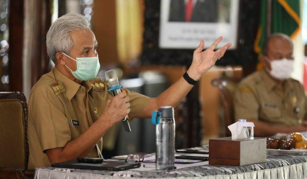 Gubernur Jawa Tengah, Ganjar Pranowo saat melakukan rapat terbuka di Pendopo Banjarnegara , Senin (6/9/2021). FOTO: Humas Jateng/Lingkar.co