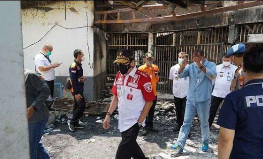 Menteri Hukum dan HAM, Yasonna Laoly, saat meninjau langsung lokasi kebakaran di Lapas Kelas I Tangerang, Rabu (8/9/2021) siang. FOTO: IG yasonna.laoly/Lingkar.co