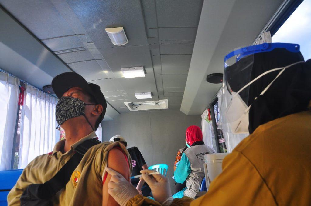 Bus Vaksin atau vaccine mobile yang beroprasi di Magelang, untuk menjangkau masyarakat plosok /Diskominfo