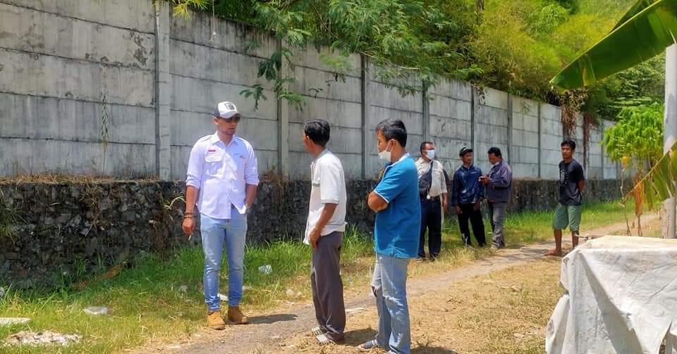 Juan Rama saat melakukan peninjauan di Lapangan terkait limbah pabrik (Minggu 5/9/2021) Fb Juan Rama/Lingkar.co