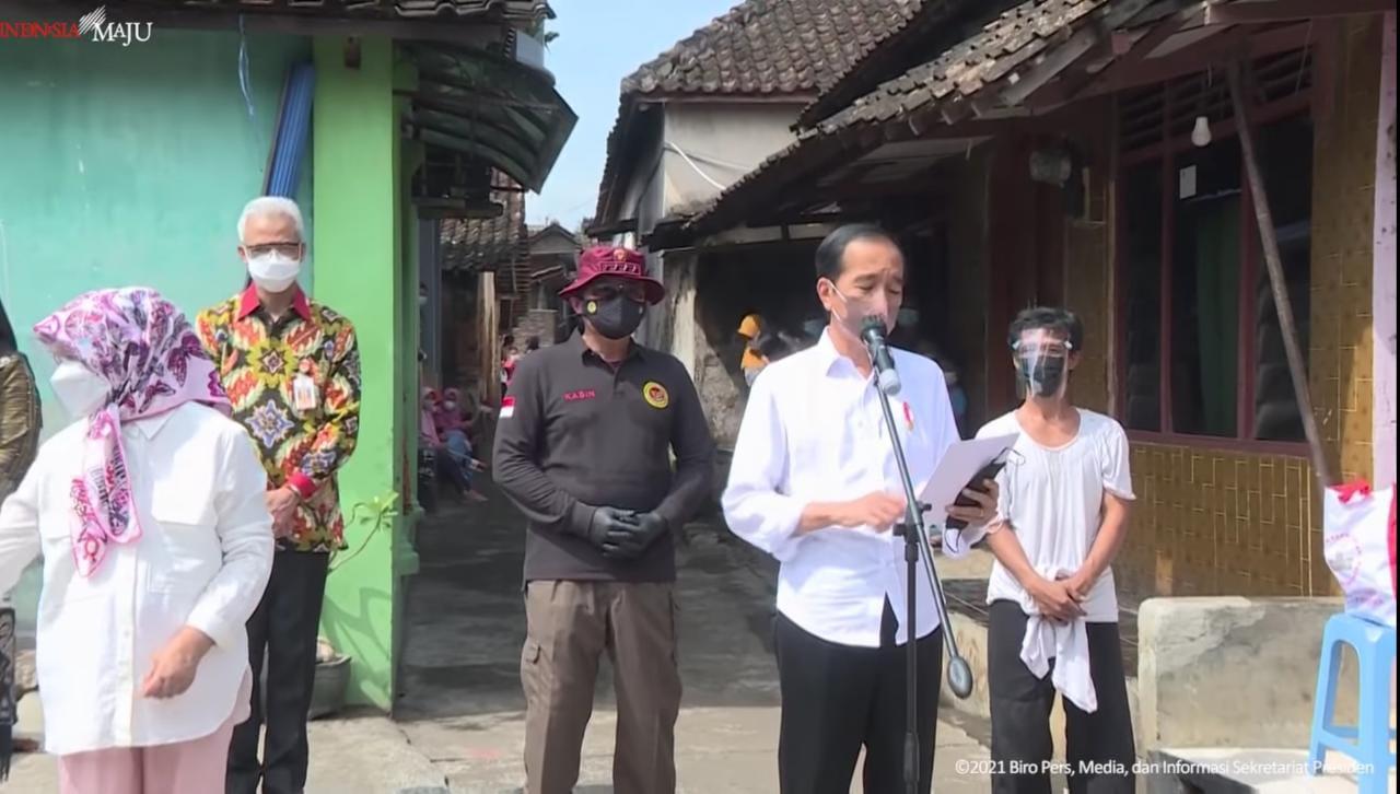 Presiden Kunjungi Desa Segaran. Tangkap layar YouTube Sekretariat Presiden, Senin (13/9/2021)/Lingkar.co