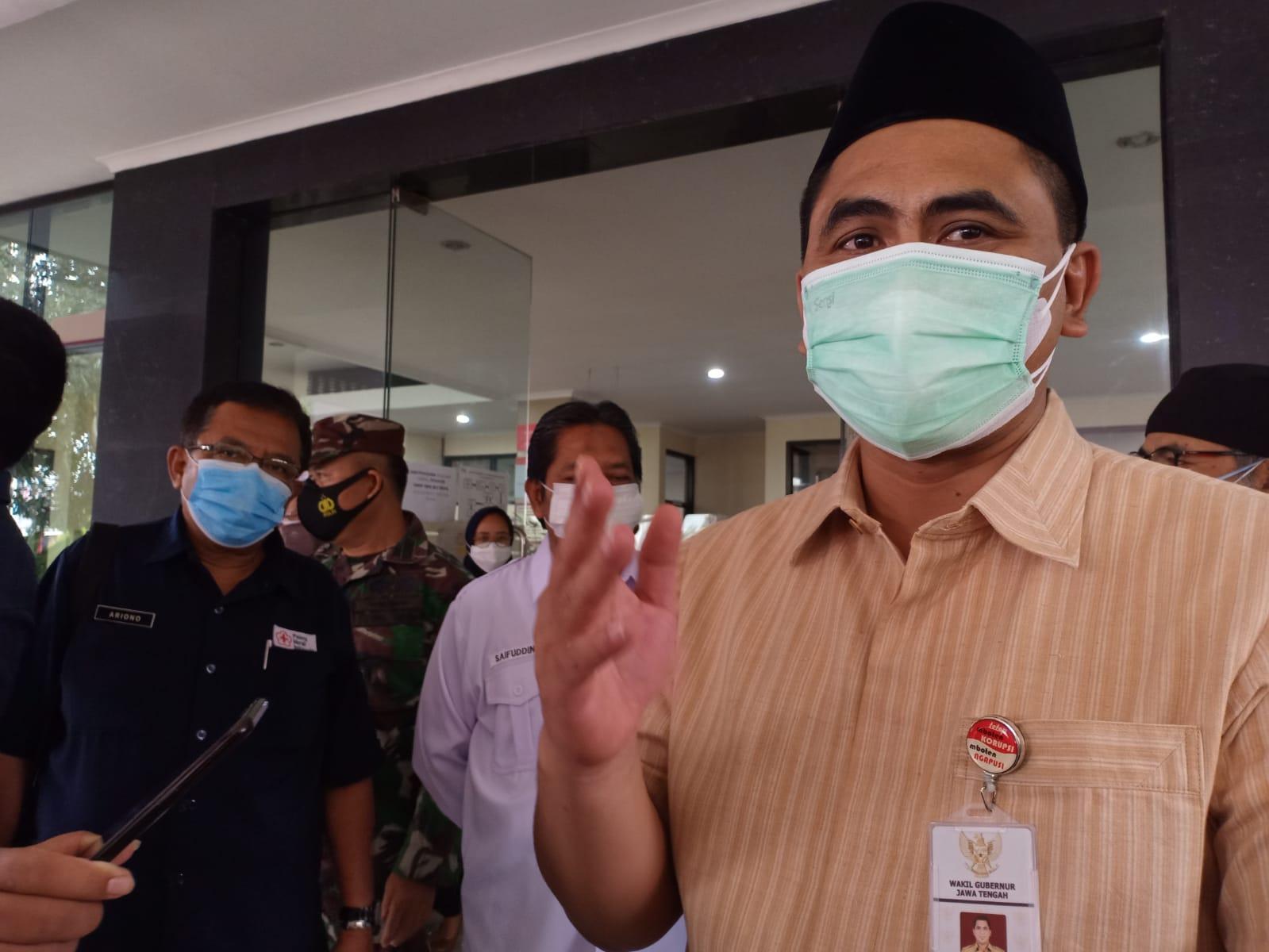 Wagub Jateng saat mendatangi PMI di Banyumas. Rezanda Akbar D./Lingkar.co