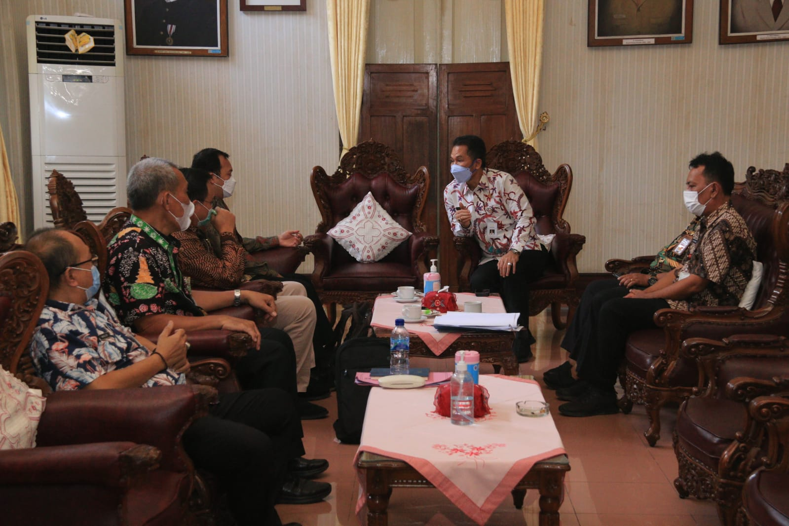 Bupati Kudus HM Hartopo saat menerima kedatangan tim Kopsugab KPK RIm Rabu (15/9/2021). LINGKARNEWSNETWORK/LINGKAR.CO