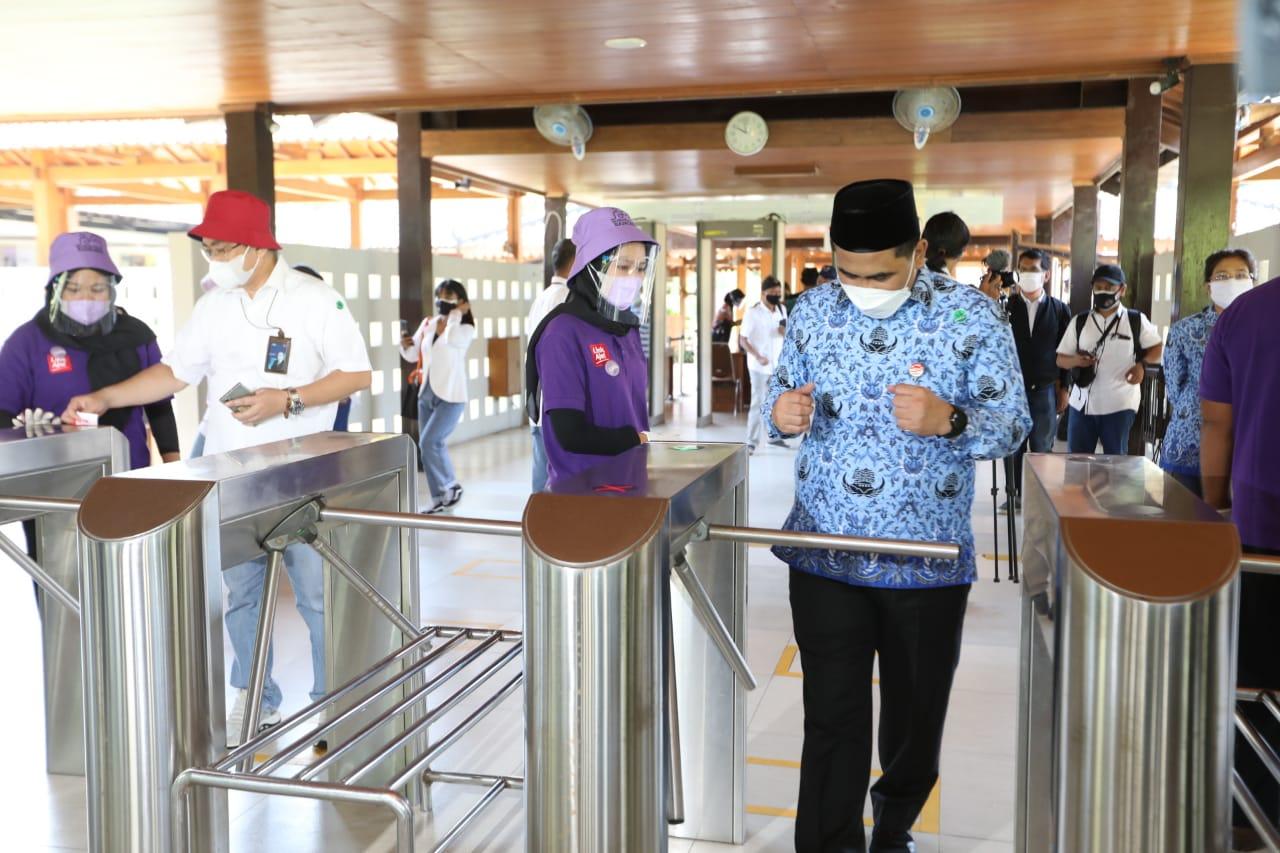 Wagub saat simulasi wisata di Borobudur. Lingkar.co