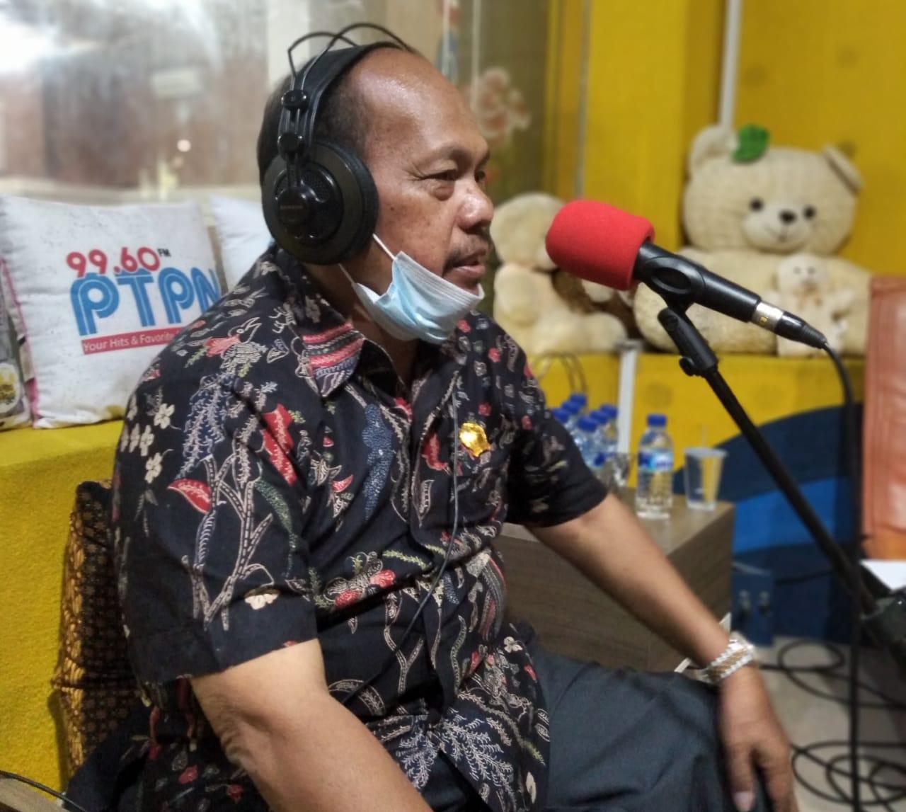 Dprd mujaeroni kegiatan siaran radio di ptpn surakarta. FOTO: Mujaeroni/Lingkar.co