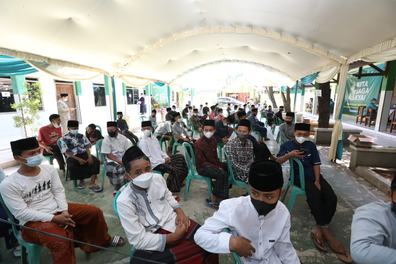 Vaksinasi Santri di Pondok Pesantren Kajen Pati. Foto: Rezanda Akbar D/Lingkar.co