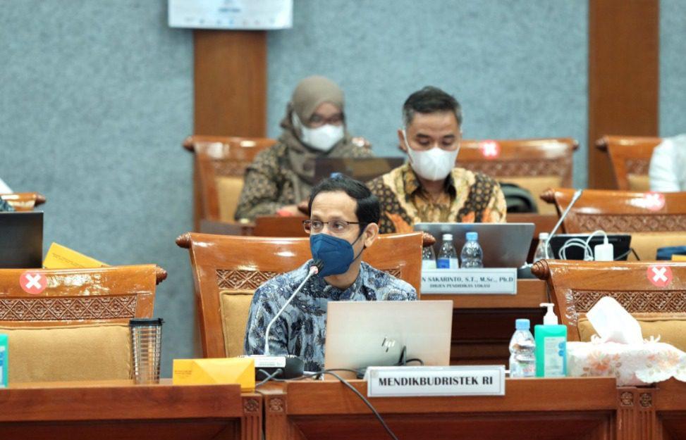 Mendikbudristek, Nadiem Makarim, dalam rapat kerja bersama Komisi X DPR RI, di Jakarta, Kamis (23/9/2021). FOTO: Humas Kemendikbudristek/Lingkar.co