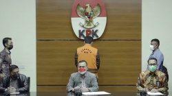 Ketua KPK Firli Bahuri, saat mengumumkan penetapan tersangka kepada Wakil Ketua DPR Ri, Azis Syamsuddin, dalam jumpa pers di Gedung KPK, Sabtu (25/9/2201) dini hari. FOTO: Tangkap layar/Lingkar.co