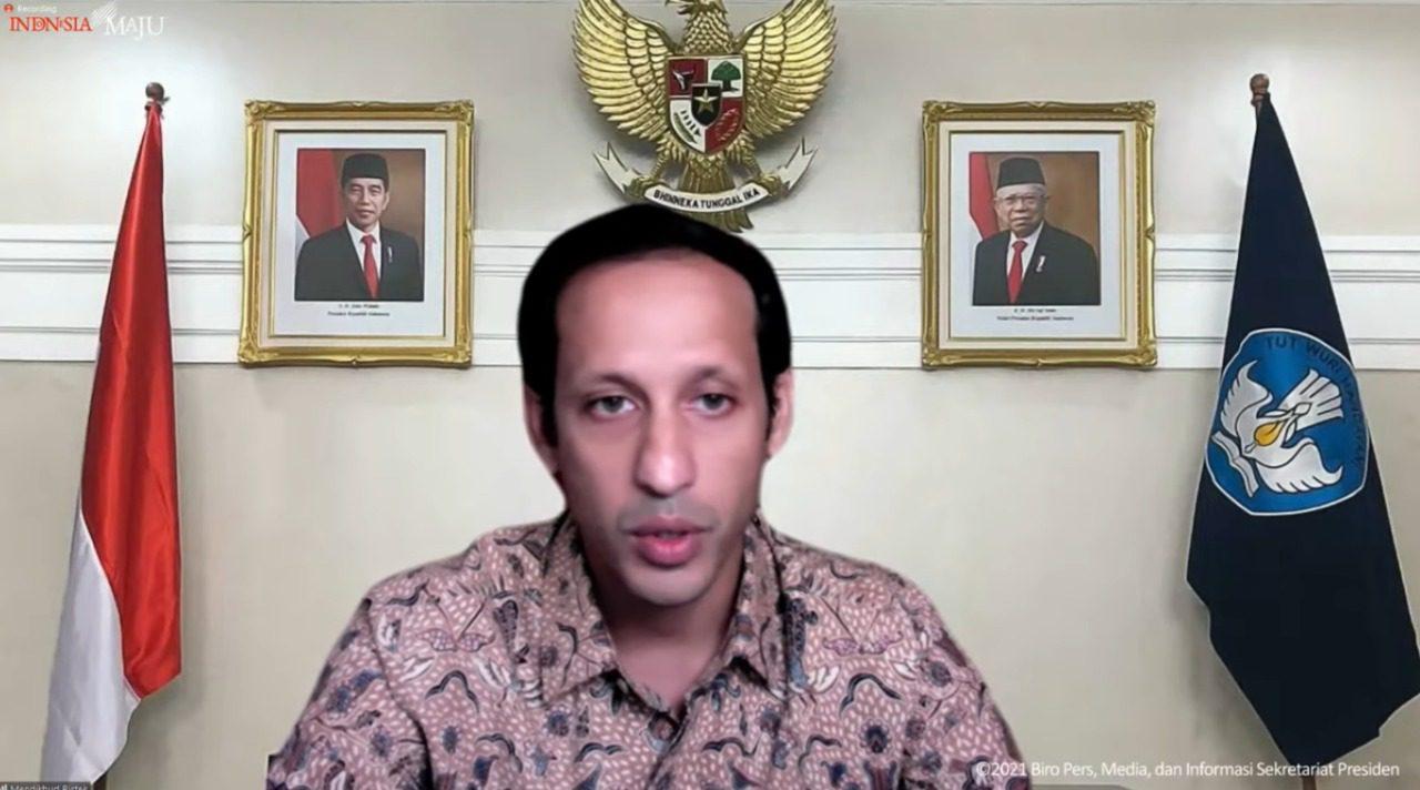 Mendikbudristek Nadiem Anwar Makarim, dalam keterangan pers secara virtual, Senin (27/09/2021) sore. FOTO: Tangkap layar YouTube Setpres/Lingkar.co