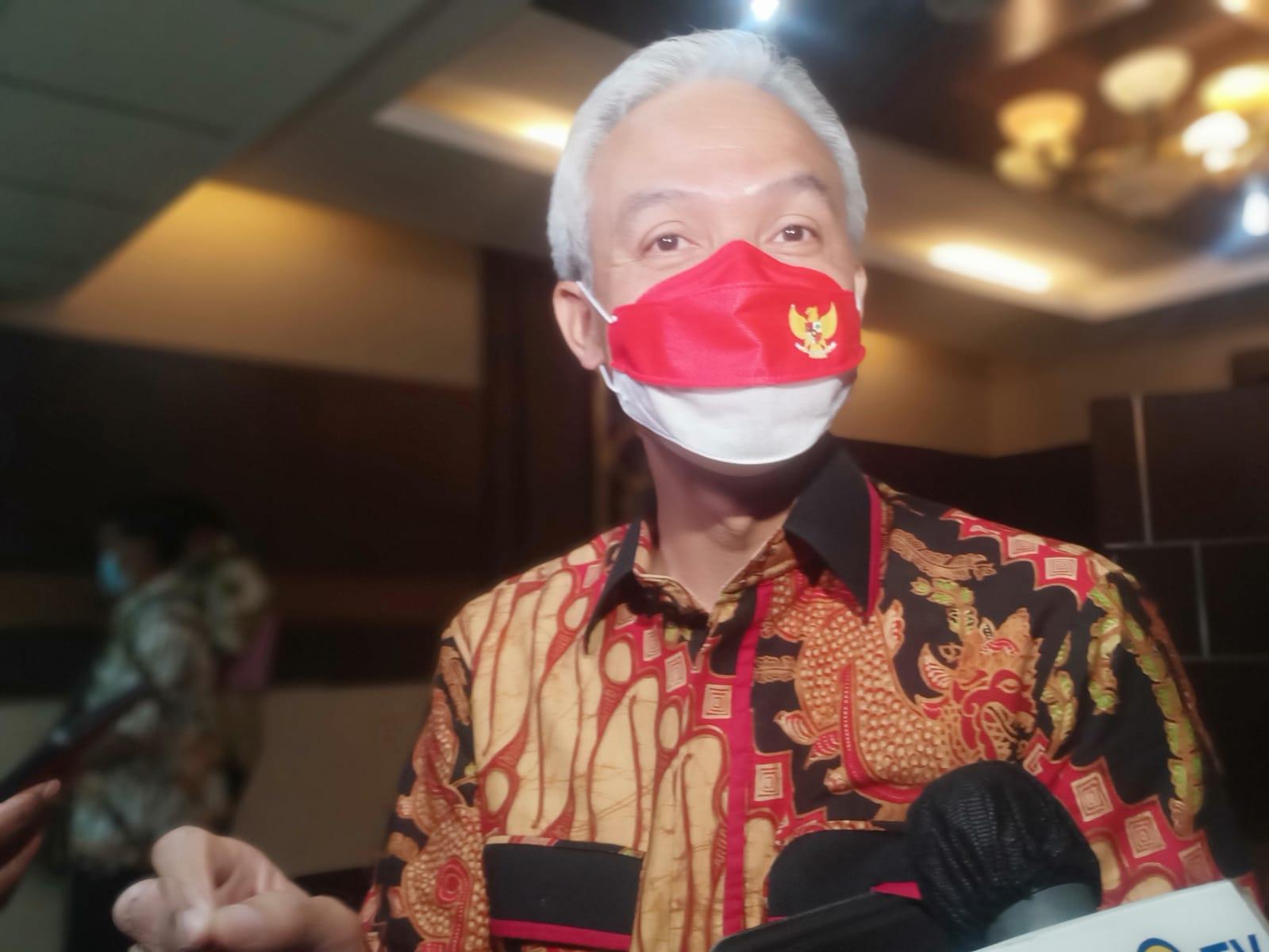 Gubernur Jateng, Ganjar Pranowo, usai memimpin rapat penanganan kemiskinan ekstrem di Ruang Rapat Pemprov Jateng, Jumat (8/10/2021). FOTO: Rezanda Akbar D/Lingkar.co
