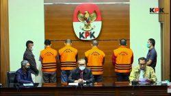Wakil Ketua KPK, Alexander Marwata, mengumumkan 4 tersangka dugaan suap suap pengadaan barang dan jasa infrastruktur di Pemkab Musi Banyuasin tahun 2021, di gedung KPK, Sabtu (16/10/2021) sore. FOTO: Tangkap layar/Lingkar.co