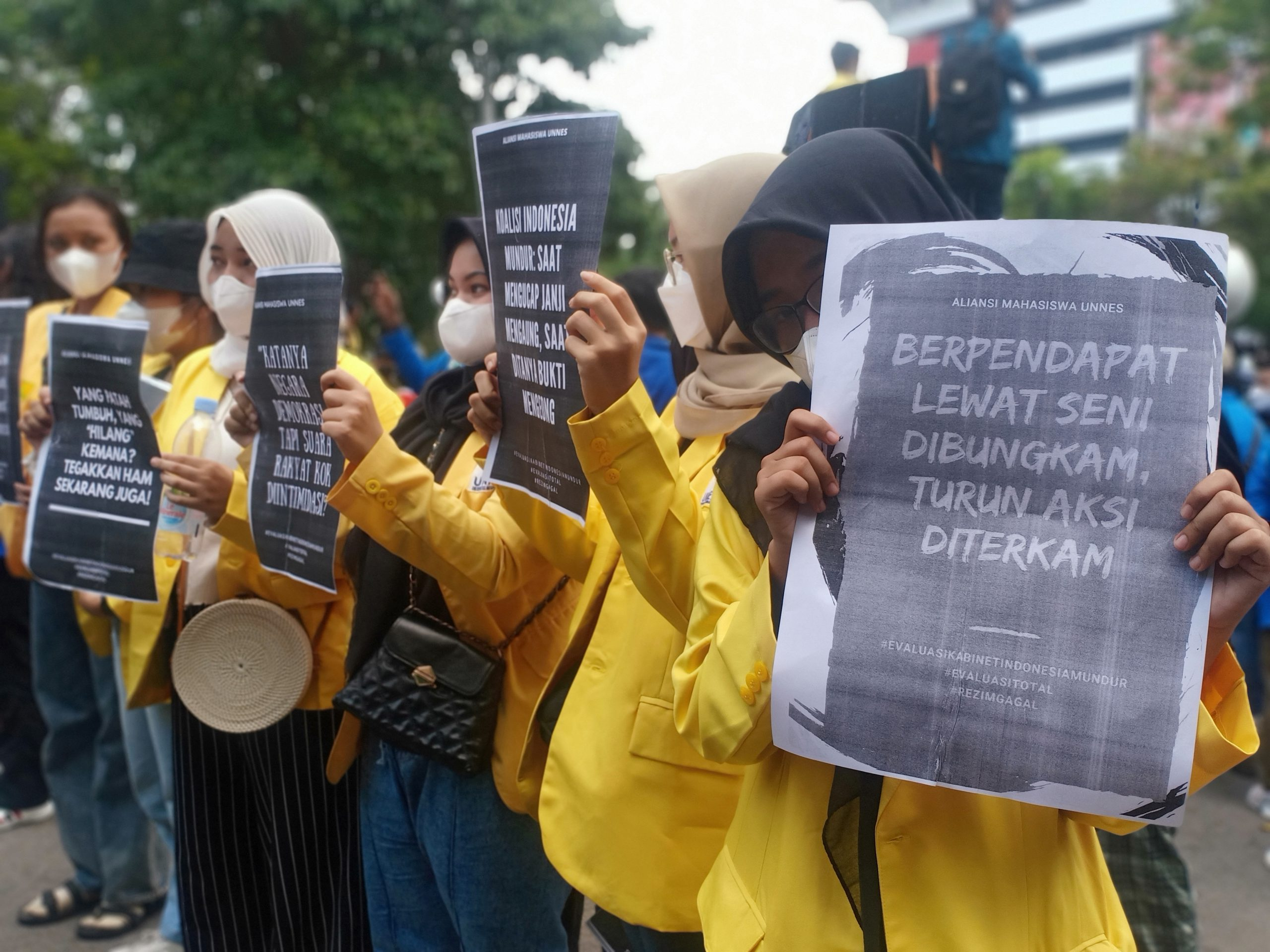Aksi Demo Mahasiswa depan Gedung Pemerintah Provinsi Jawa Tengah, Rezanda Akbar D./Lingkar.co