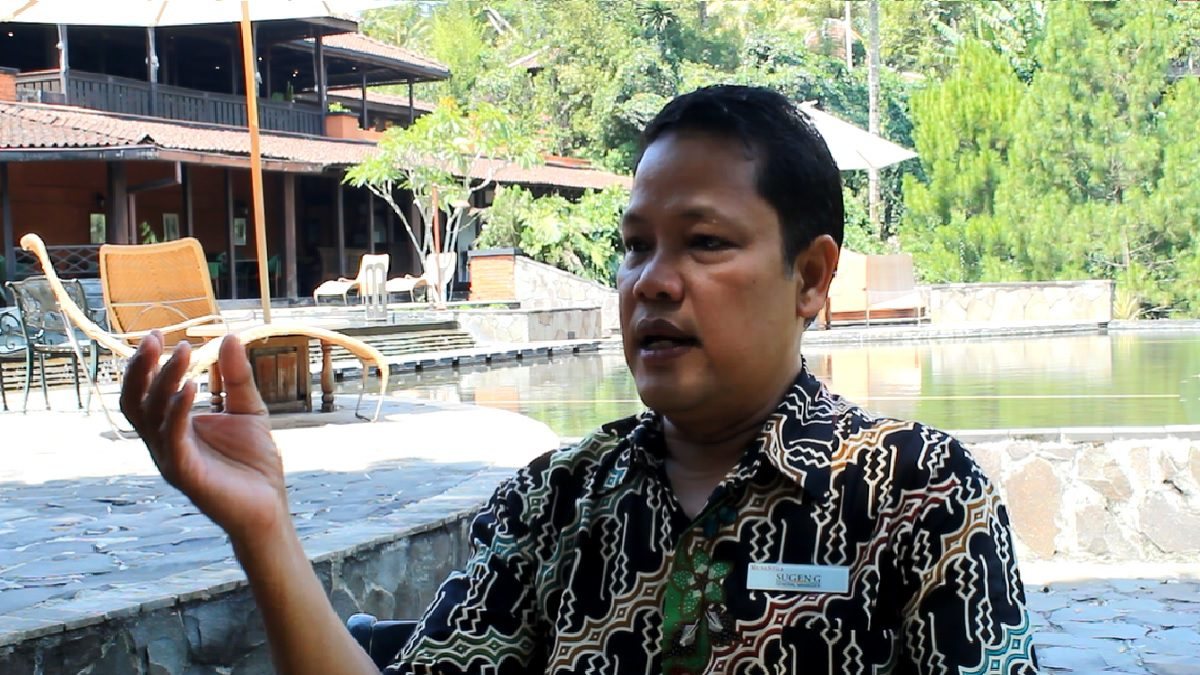 General Manager (GM) MesaStila Resort and Spa Sugeng Sugiantoro saat wawancara eksklusif dengan Lingkar.co di sela-sela acara MesaStila100Ultra, Minggu (10/10/2021) di MesaStila Resort and Spa, Kabupaten Magelang. Muhammad Nurseha/Lingkar.co